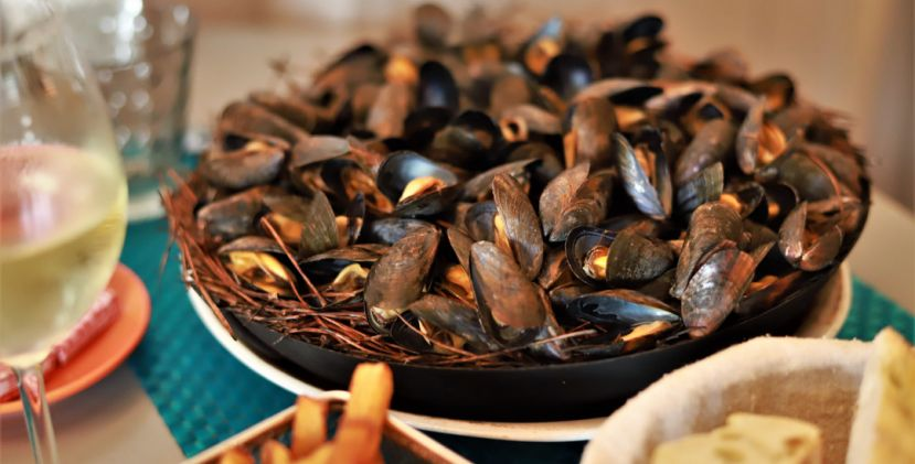 Mouclade and mussel eclair: two essential culinary traditions in Charente-Maritime